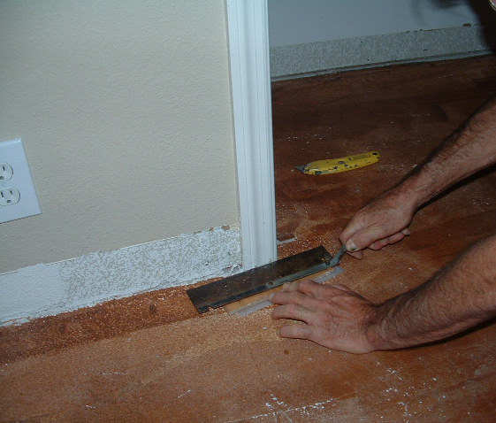 Cutting door jamb with hand saw : saw door - pezcame.com
