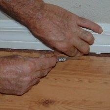 Scribing Swiftlock laminate flooring along base board