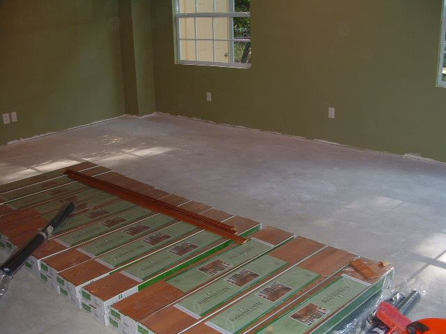 BEFORE  Sams Club Traditional Living Laminate Flooring Will Be Installed In  This Family Room.