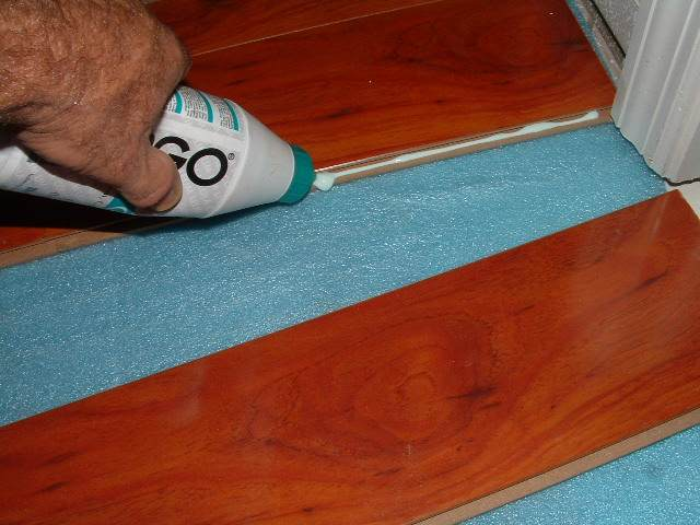 Glue for laminate flooring