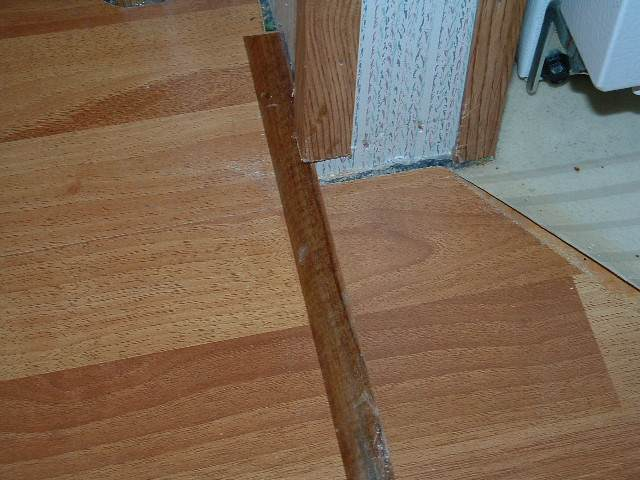 Laminate flooring how to cut installed laminate flooring for Laminate floor trim