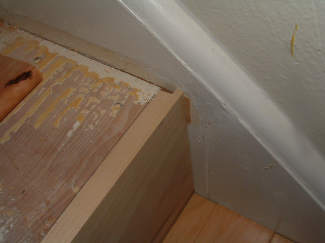 Laminate flooring gaps my laminate flooring for Hardwood floors expansion gap